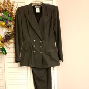 Womens 3/4 small double breasted pants suit